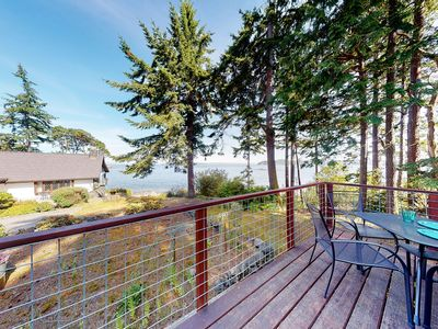 Photo for New listing! Charming bay view cottage w/ beach access & great deck!