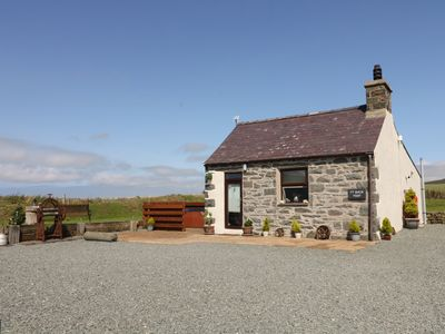 Photo for TY BACH YSGO, pet friendly, with hot tub in Aberdaron, Ref 989423