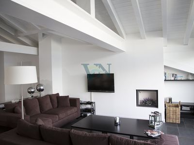 Photo for Spacious Penthouse With Front Terrace &, 5 Lake View Balconies