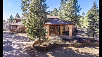 Luxury estate in the pines of Flagstaff! AC, Pool Table, Hot Tub!