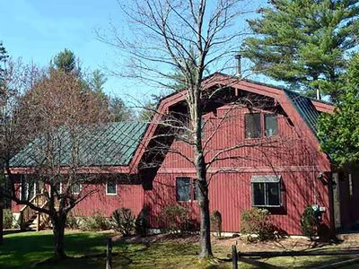 Private, All Season 10 Acre Retreat Close to the Slopes, Trails, and Swimming