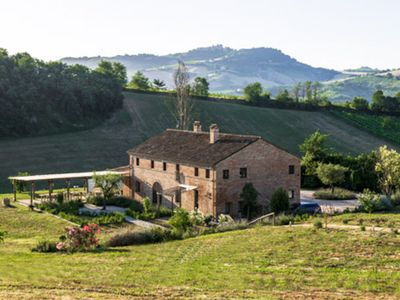 Photo for Stunning Italian country house with large pool and fabulous views.