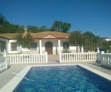 Photo for Spacious chalet with swimming-pool