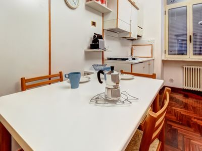 Photo for Comfortable, convenient flat near heart of the city - walk to dining, shopping!