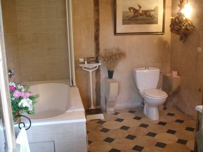 #1 Bathroom with very large tub+shower