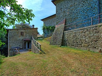 Photo for Lovely apartment with pool, WIFI, pets allowed, panoramic view, parking, close to Greve In Chianti
