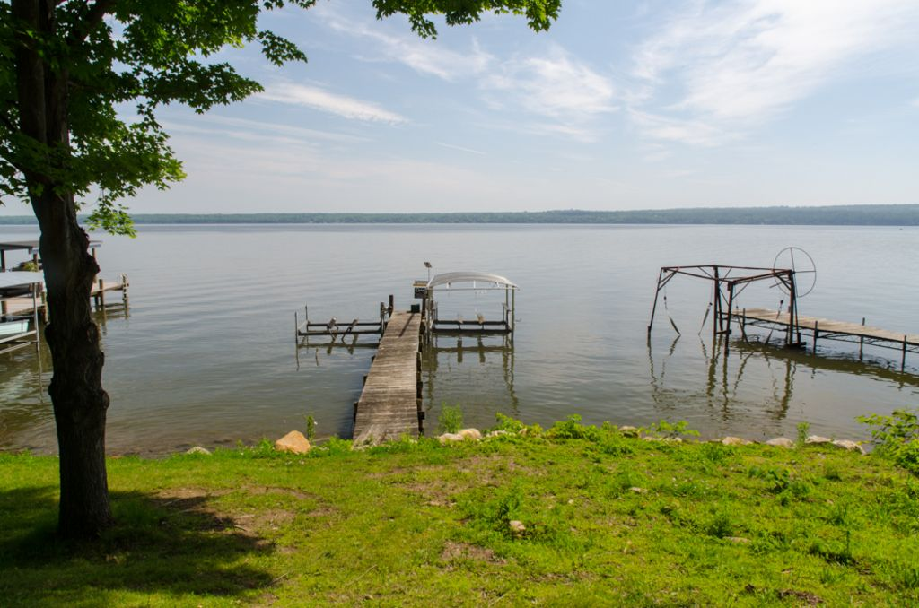 Lakeside log cabin in the heart of the finger lakes for Seneca lake ny cabins