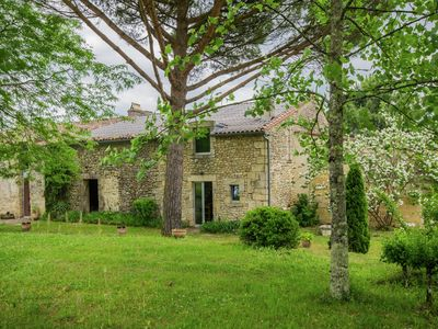 Photo for Charming cottage with a saltwater pool and surrounded by famous vineyards.