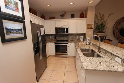 Fully equipped kitchen with new stainless steel appliances & granite a/o Dec 18