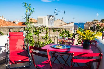 10m2 terrace with seaview to enjoy breakfast or a wine of rosé! - THE GATEWAY