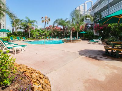Photo for Fantastic condo on the Gulf w/shared pools & beach access!