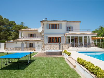 Photo for Perfect holiday villa. Walking distance to the beach. Private pool, jacuzzi and table tennis.