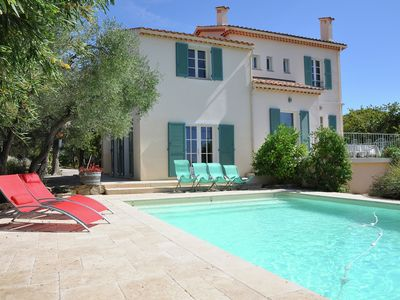 Photo for Detached villa with private swimming pool in the middle of the vineyards and near the sea
