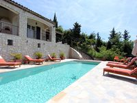 Beautiful, well maintained villa with panoramic views.