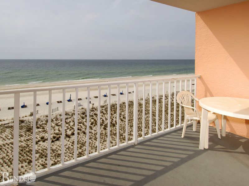 Beachfront condo with amazing views bender vacation for Amazing holiday rentals