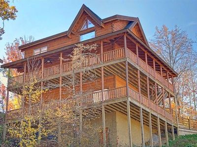Photo for Renovated Kitchen, Wi-Fi, 4 King Bdrms, Pigeon Forge, zip line, sleeps 10+