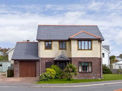 Photo for MIN Y TRAETH, pet friendly, with a garden in Criccieth, Ref 6765