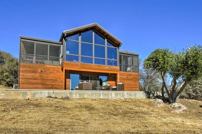Suitable for up to 8 adult travelers, this home sits on 40 acres at the foothills of the Sierra National Forest.