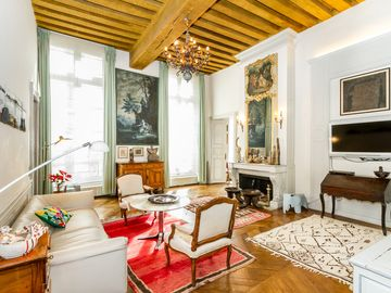 Saint-Germain-Des-Pres Luxury Apartment