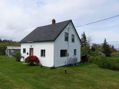 Cladach Cottage in Port Mouton is a short walk to Carter's Beach