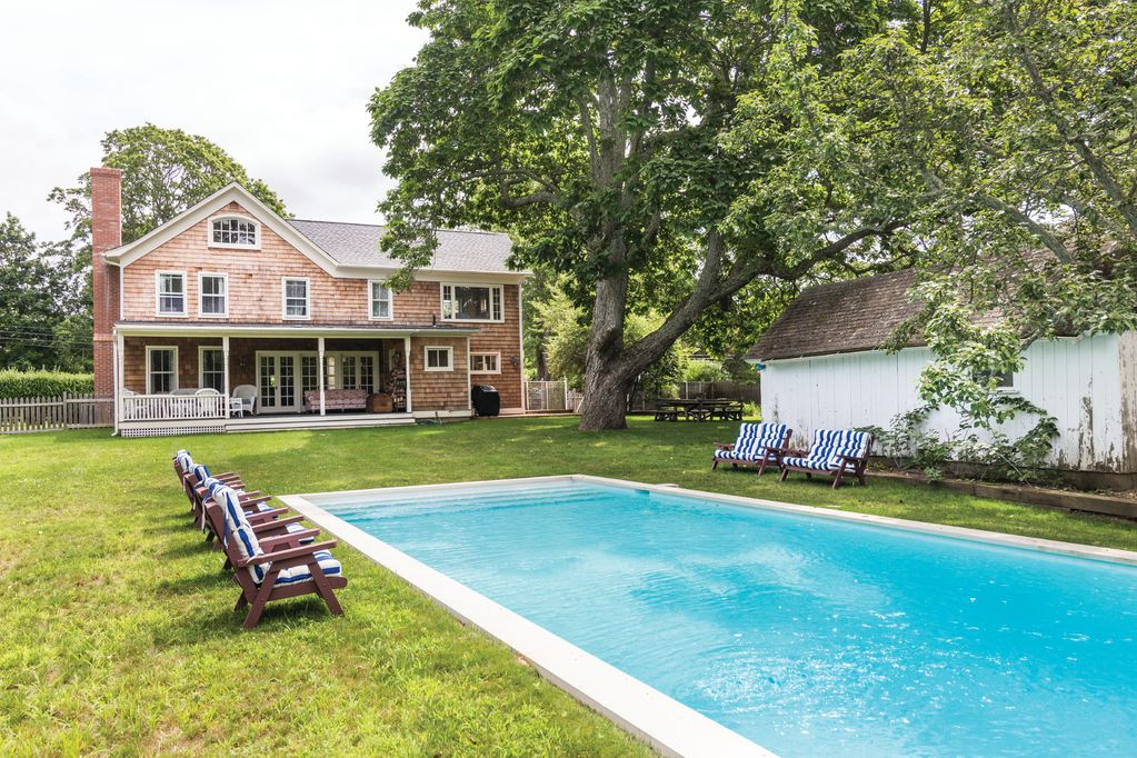 1890s farm house with a pool - Shelter Island