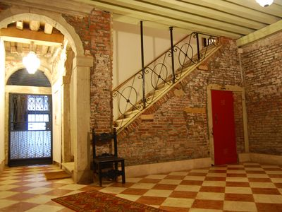 Photo for Spacious And Elegant Apartment Between The Teatro La Fenice And Piazza S. Marco