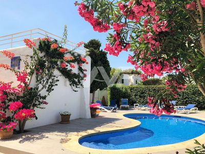 Photo for Villa with pool & garden, close to beach, ideal for relaxing