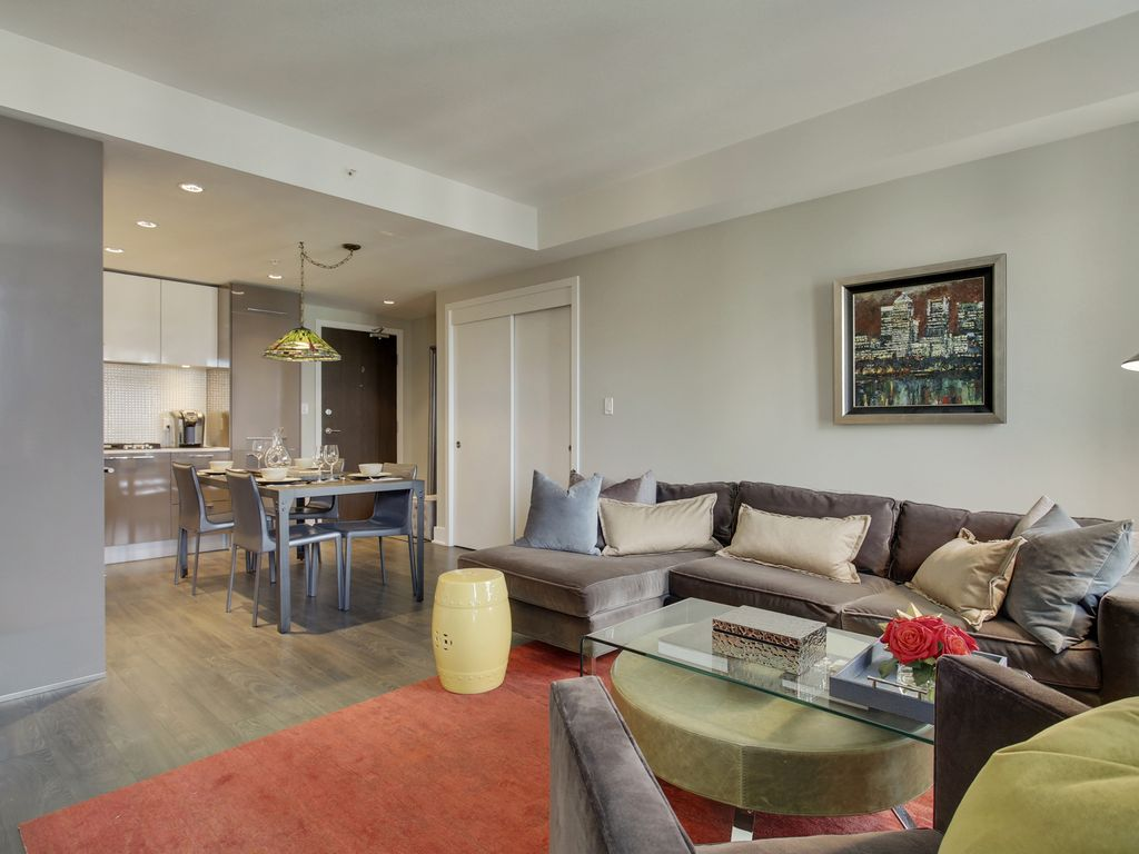 rockie mountain chic top of the city in downtown calgary 1 br
