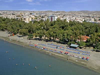 Photo for Spacious 1 Bedroom Apt, 500m from the Beach