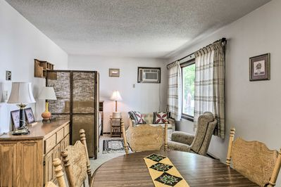 This bright HighPlaines Haven apartment sleeps up to 3 guests in Long Lake.