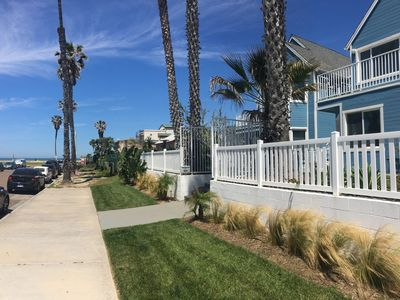 Seahorse Cottage -Stunning Views, Steps from Ocean Beach