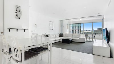 Photo for Luxe Q 2 Bed Apartment in Surfers Paradise