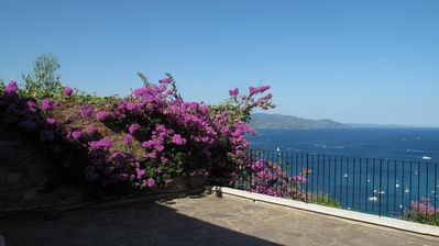 Photo for Villa 6/8 persons in private domain of Gaou Benat with great sea terrace