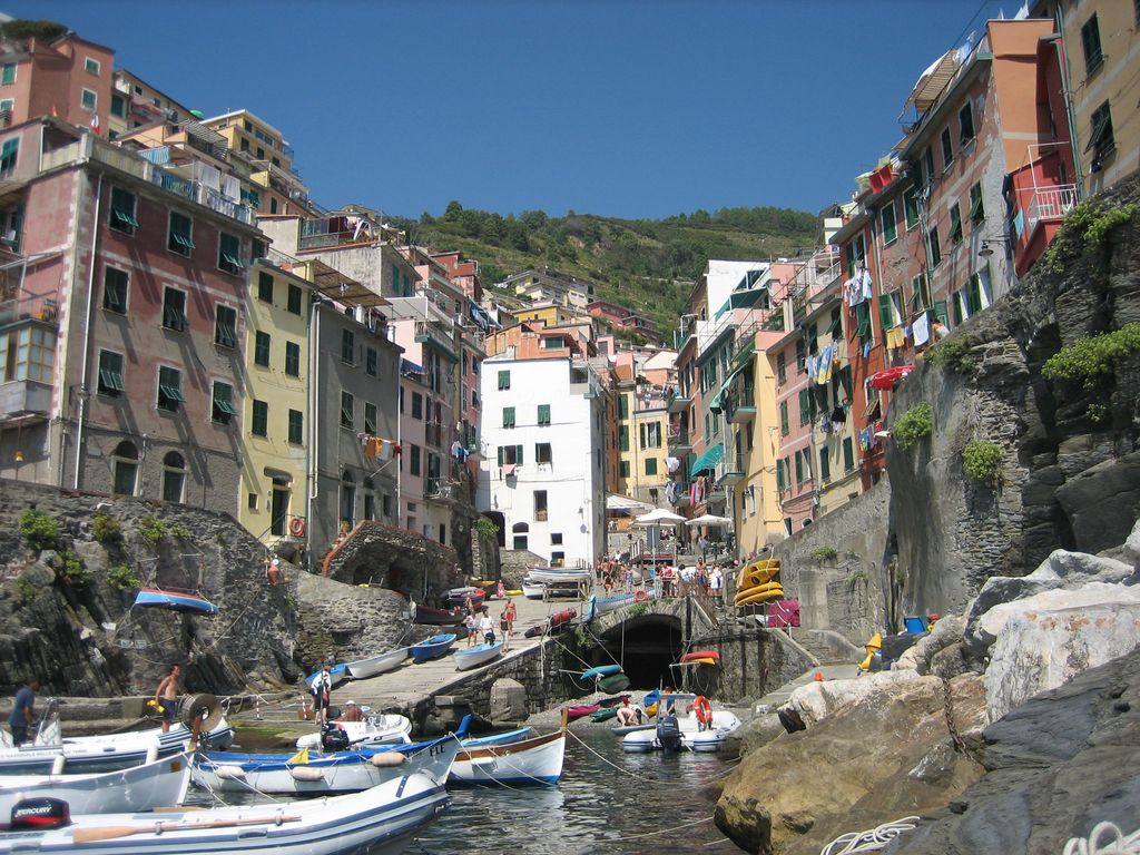la spezia single personals The five towns the cinque is a rugged portion of coast on the italian riviera it is located in the liguria region of italy, to the west of the city of la spezia, and is comprised of five villages: monterosso al mare, vernazza, corniglia, manarola, and riomaggiore.