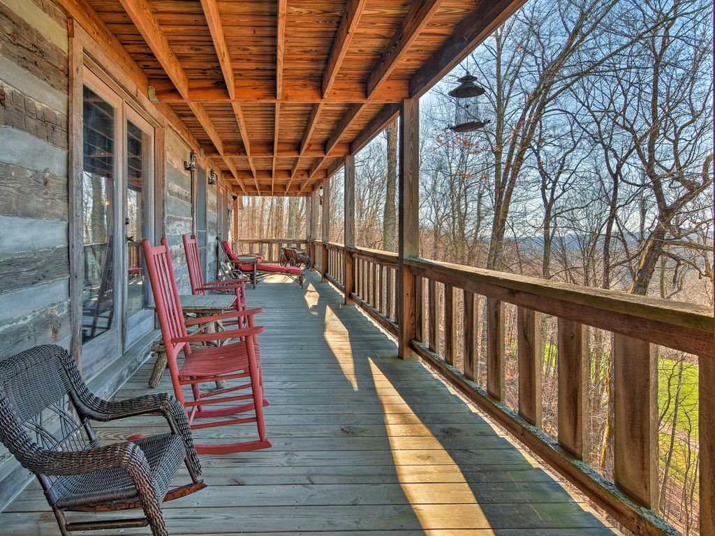 Enjoy All The Best Of Mars Hill From This Rustic Vacation Rental Cabin!