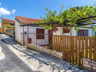 Photo for Vacation home LAKI in Pula - 5 persons, 2 bedrooms