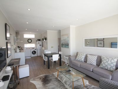 Photo for 1.2 km from the center of Cape Town with Air conditioning, Parking, Balcony, Washing machine (675692)