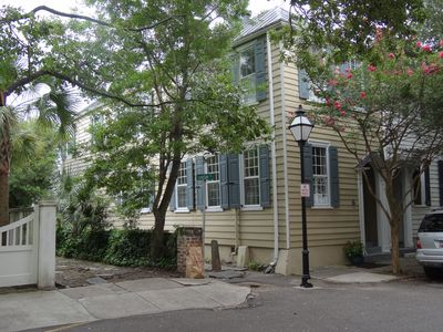 Private 1789 home located in Heart of Historic District-South of Broad-Church St