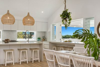 Castaway on Tallows - Byron Bay - Dining Area Looking to Kitchen