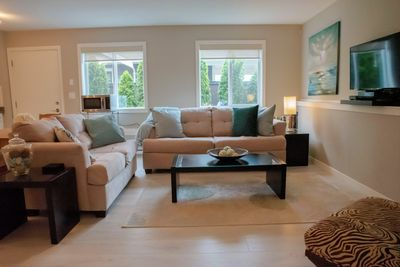 Bright living area decorated in calm, soothing westcoast decor