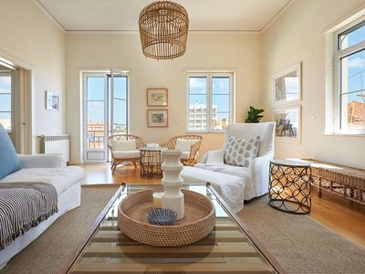 Photo for Luxury 4 BR apartment, sleeps 8 - private parking, 5min from Beaches