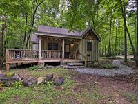 The Rustic Cabin was a fabulous, comfortable spot near Table Rock and Greenville, SC!
