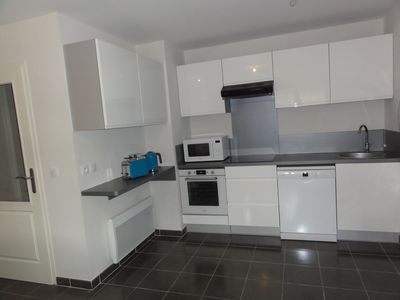 Photo for Quiet 2-bedroom apartment with pool 200 m from town centre