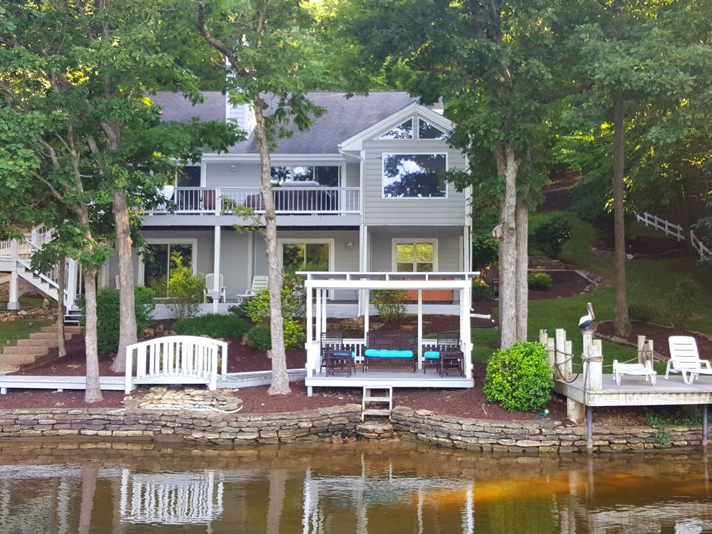 Luxurious 5 Star Experience Lakefront Home on Horseshoe