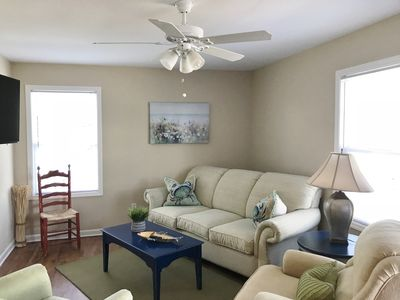 Livingroom w/ Queen size pull out