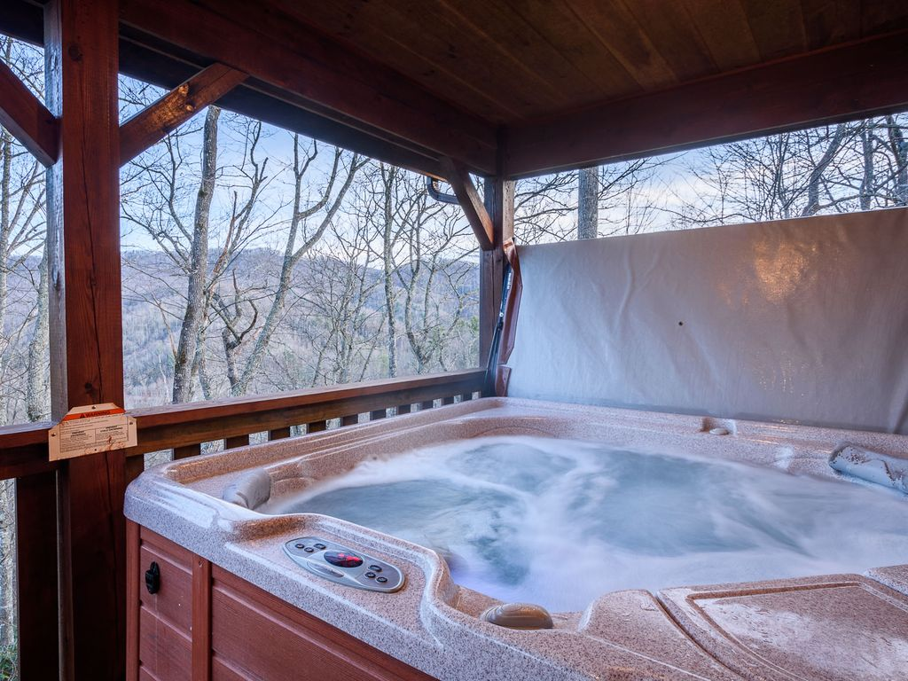 Willow Valley View: 4BR Cabin, Views, Hot Tub, Pool Table, Central ...