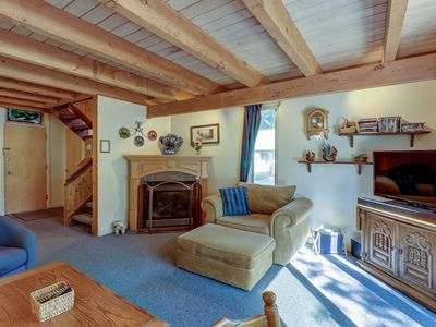 Family-friendly mountain condo w/ gas fireplace and direct ski access