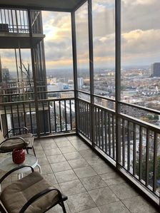 Cozy Furnished 1 Bd  Spectacular North View with Free Reserved Parking