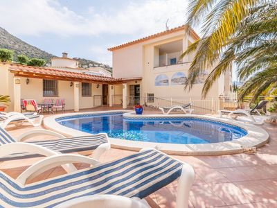 Photo for Fantastic large holiday home with pool for 8 people in Rosas