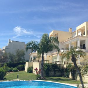 Photo for Fantastic Spacious 2-Bed Duplex Apt with pool, 3 mins walk to Centre of Alvor